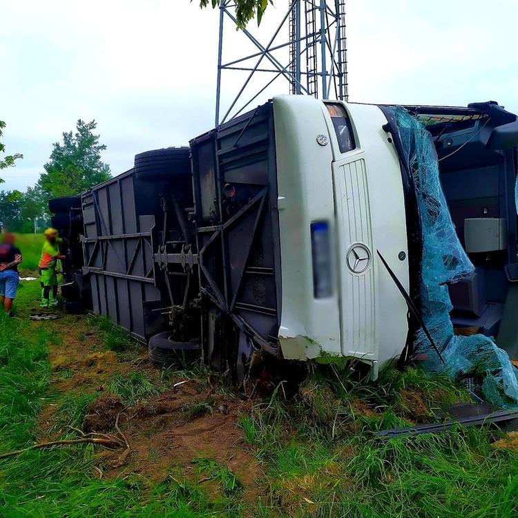 Galeria Wypadek autobusu z dziećmi w Jełowej