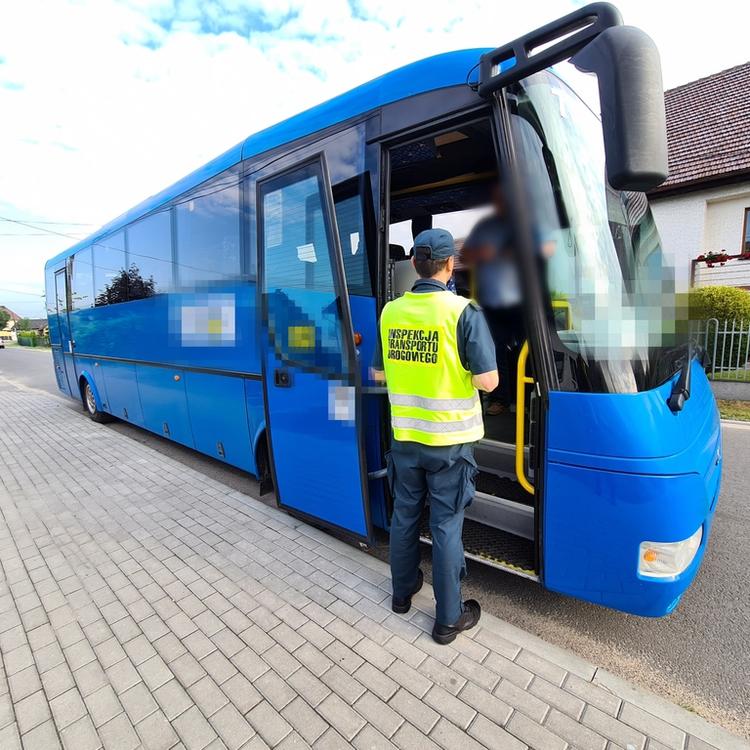 Galeria Początek wakacji – pierwsze kontrole autobusów – znów zakaz dalszej jazdy