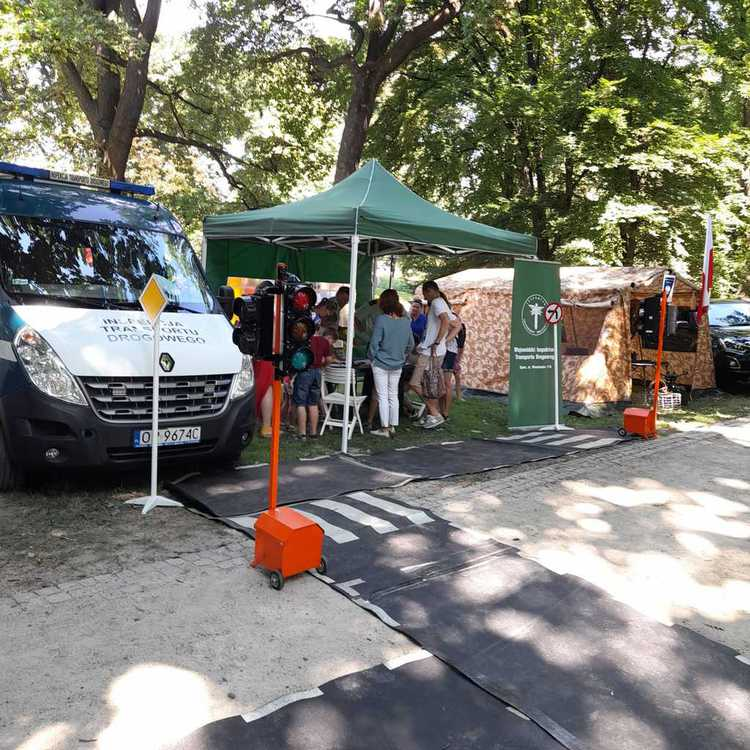Galeria Opolska inspekcja na Pikniku Militarnym w Brzegu